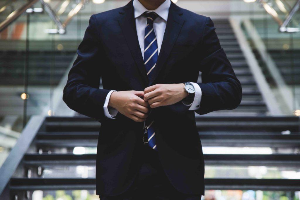 スーツの男性の写真