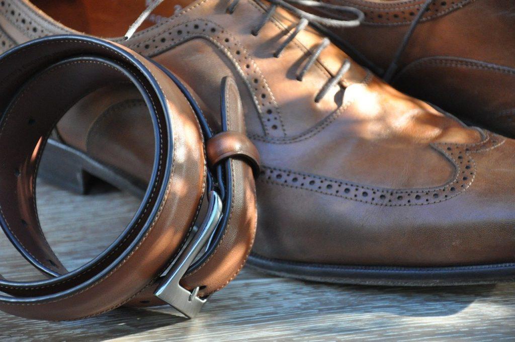 靴とベルトの写真