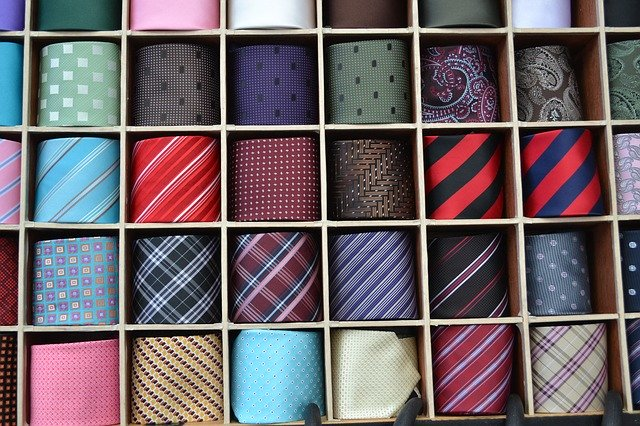 いろいろなネクタイの写真