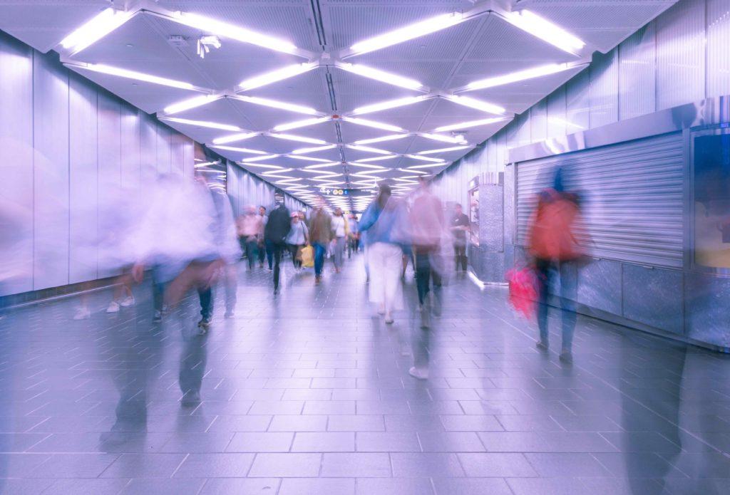 通勤の駅の風景の写真
